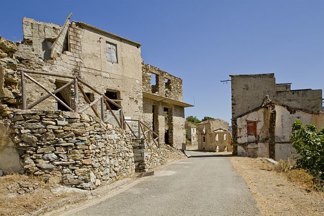 The abandoned houses in Old Gairo. Photo credit:trolvag,CC BY-SA 3.0