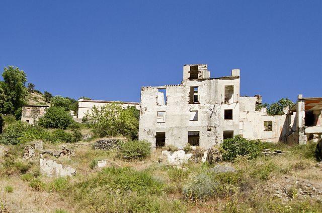 Vegetation has overtaken the old village.Photo credit:trolvag,CC BY-SA 3.0