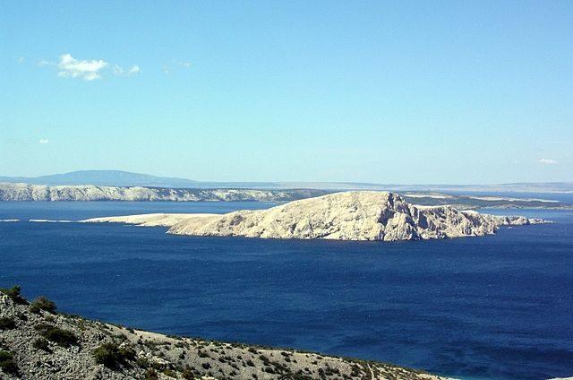 Goli otok seen from the mainland.Roberta F.,CC BY-SA 3.0