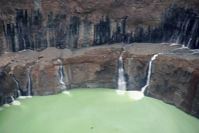 Sulfur lake in the mine. Author: Vladimir – Мирный CC BY 3.0