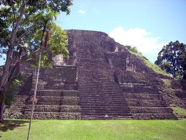The Lost World Pyramid in the Mundo Perdido complex. Photo credit:Simon Burchell,CC BY-SA 3.0
