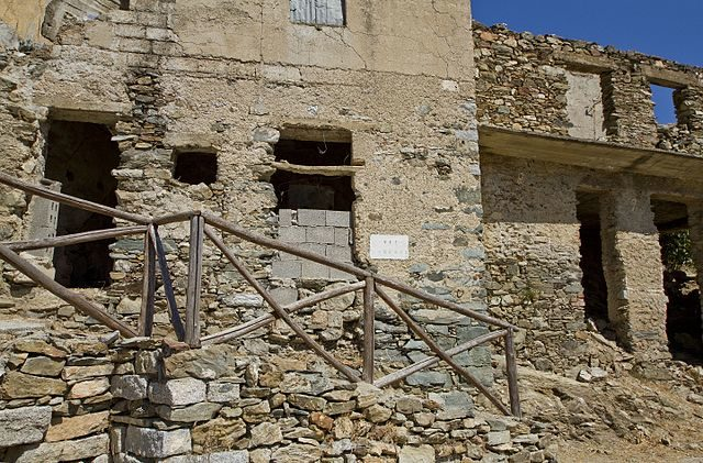 Via Marconi in the abandoned old village. Photo credit:trolvag,CC BY-SA 3.0