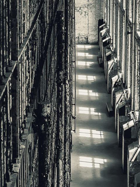 Interior, cell-block windows. Author: Brenda Gottsabend CC BY-SA 3.0