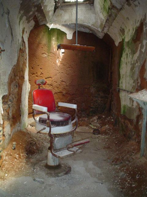 the historic prison which imprisoned willie sutton al capone abandoned spaces. Black Bedroom Furniture Sets. Home Design Ideas