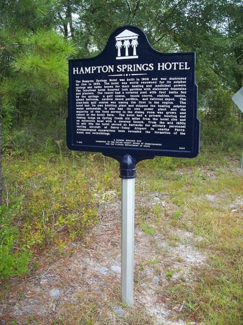 Historical marker at site of the old Hampton Springs Hotel. Author: Ebyabe CC BY-SA 3.0
