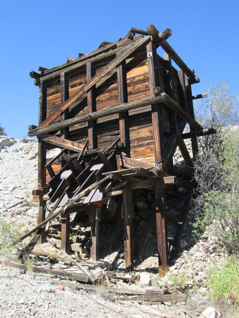 An ore chute at the Bonanza Mine. Author: The Old Pueblo CC BY-SA 4.0