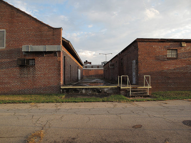 Empty prison yard. Author: Scorchedearth CC BY-ND 2.0