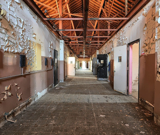 Hallway to the barber and dentist. Author: Forsaken Fotos CC BY 2.0