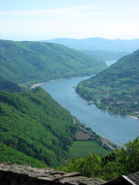 View of the Danube River from the castle ruin of Aggstein. Author: captain.orangeCC BY-ND 2.0