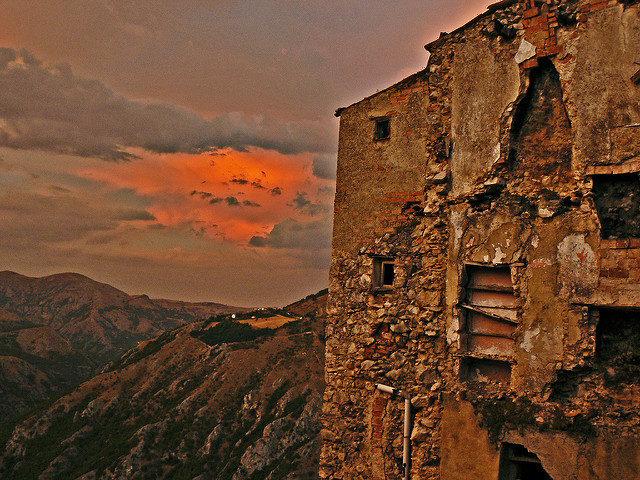 A Ruined Facade. Photo Credit:Alessandro Bonvini,CC BY 2.0