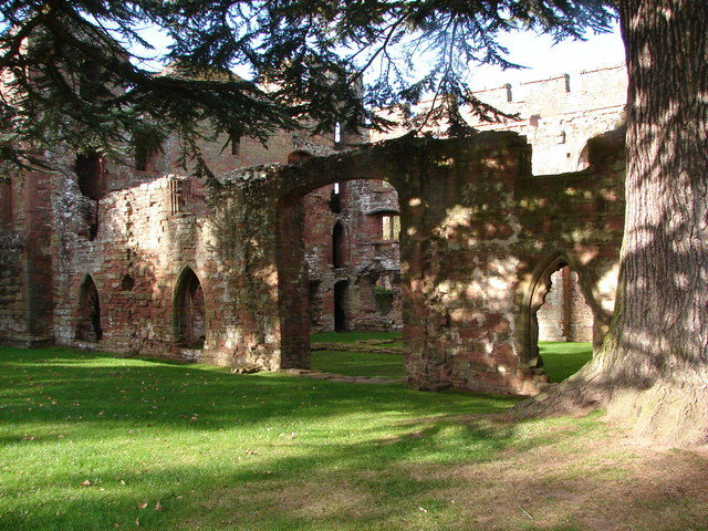 All that remains of the manor are the gable ends of the barn and the exterior shell. Author: John Proctor CC BY-SA 2.0