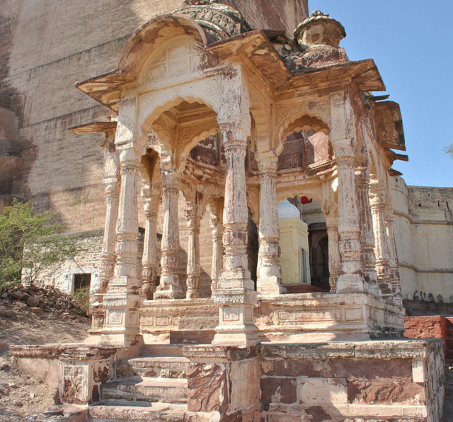 Empty Temple in frontof Meherangarh fort. Photo Credit:Schwiki,CC BY-SA 3.0
