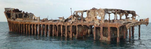 Panoramic photo of the SS Sapona shipwreck off the coast of Bimini, The Bahamas. Taken Aug 19, 2009. Author: Compsciscubadive CC BY-SA 3.0