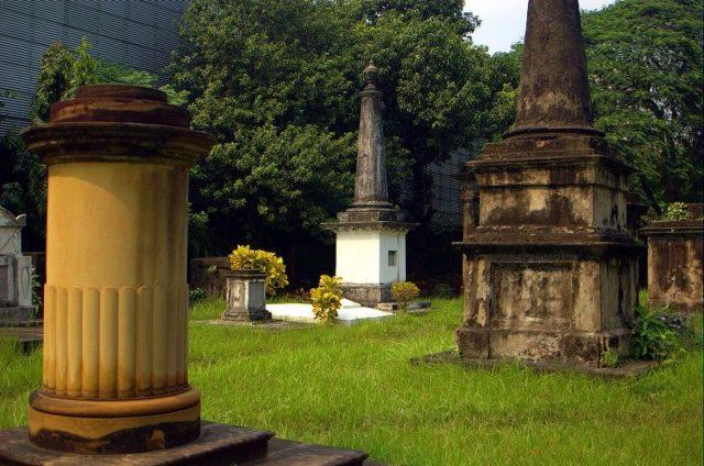 The tombs inside the cemetery. Author: Giridhar Appaji Nag Y CC BY 2.0