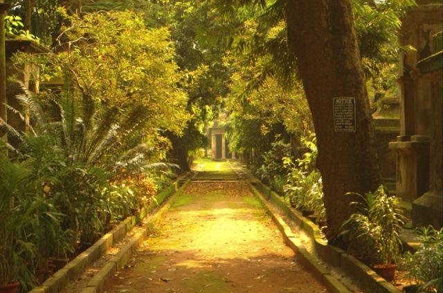 The pavilions inside the cemetery. Author: Giridhar Appaji Nag Y CC BY 2.0