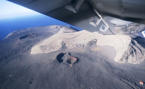 The eruption vents in 1999.Chmee2, GFDL