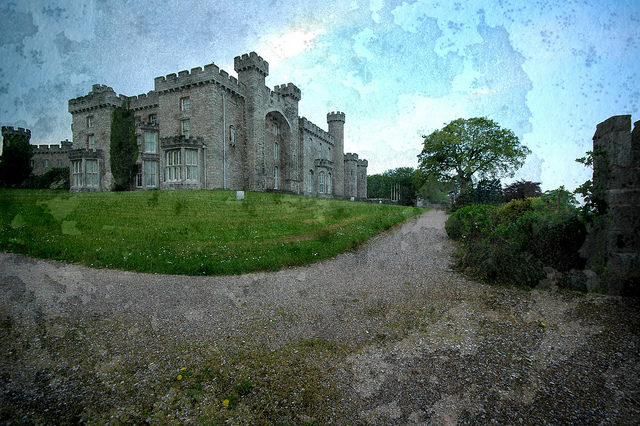 The Castle where the Lowther College in housed. Author: thinboyfatter CC BY 2.0