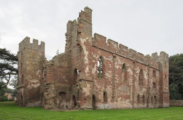 The ruins of Acton Burnell Castle. Author: DeFacto CC BY-SA 4.0