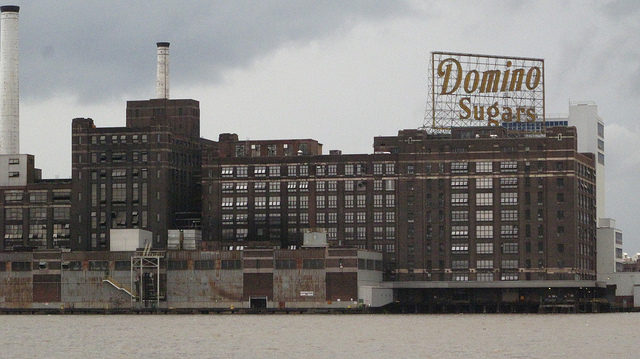 The sugar refining giant in its natural habitat. Author: Carlos Pacheco CC BY 2.0