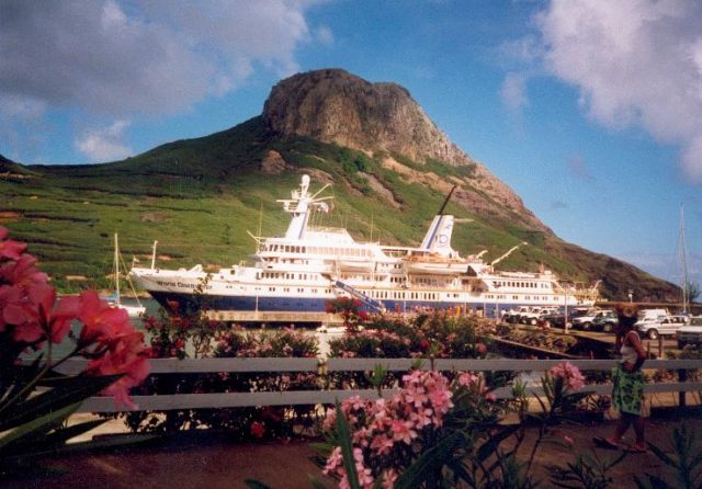 World Discoverer at the port in Ua Pou, in the Marquesas Islands, French Polynesia. Photo Credit:Makemake,CC BY-SA 3.0