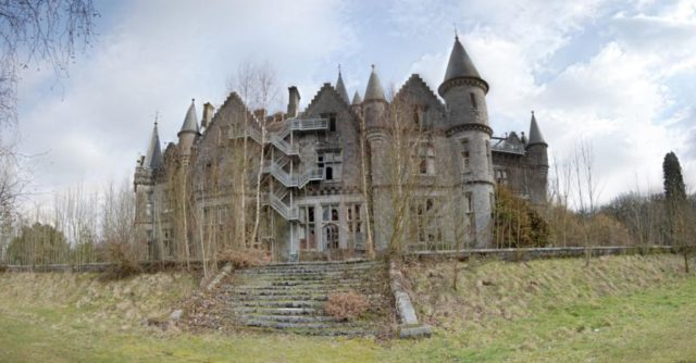 The rear of the Château. Pel Laurens CC BY 3.0