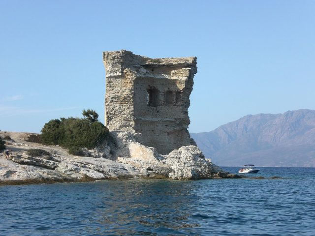 Remains of the original Martello Tower, Corsica.COLLE M.CC BY-SA 3.0
