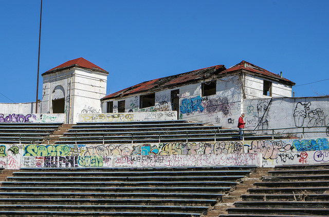 Hinchliffe Stadium before the graffiti clean up – Author: PatersonGreatFalls -A Visual Reference for Teacher – CC by 2.0