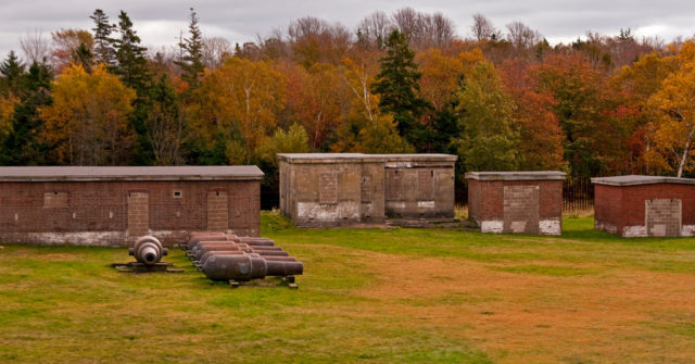 Fort Ives on McNabs Island. Some outdated guns and batteries. Author:Property#1CC BY-NC-ND 2.0