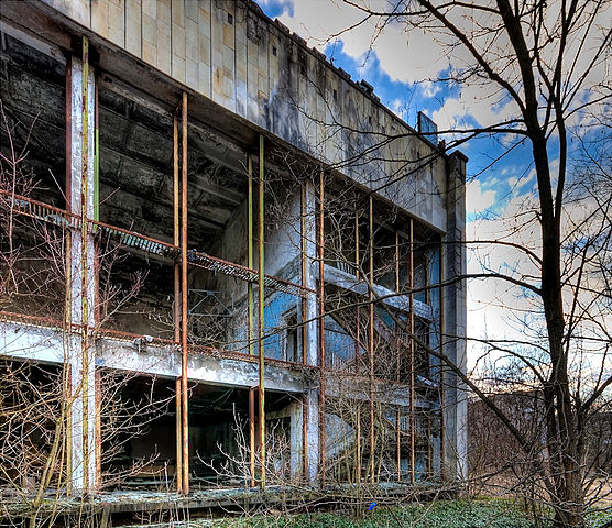 The ruined exterior of the pool/ Author: Timm Suess – CC BY-SA 2.0