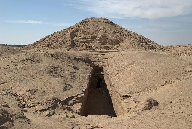 Pyramid of the 4th century BC at El-Kurru, North Sudan/ Author: Bertramz – CC BY 3.0
