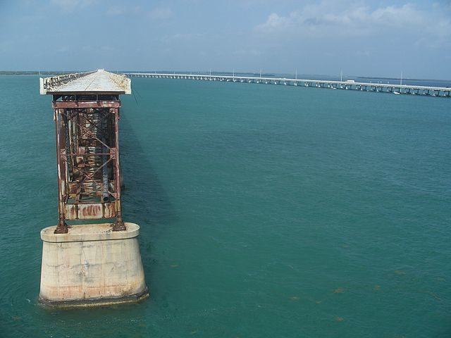 The new Bahia Honda Bridge is on right.  Author Ebyabe CC BY-SA 3.0