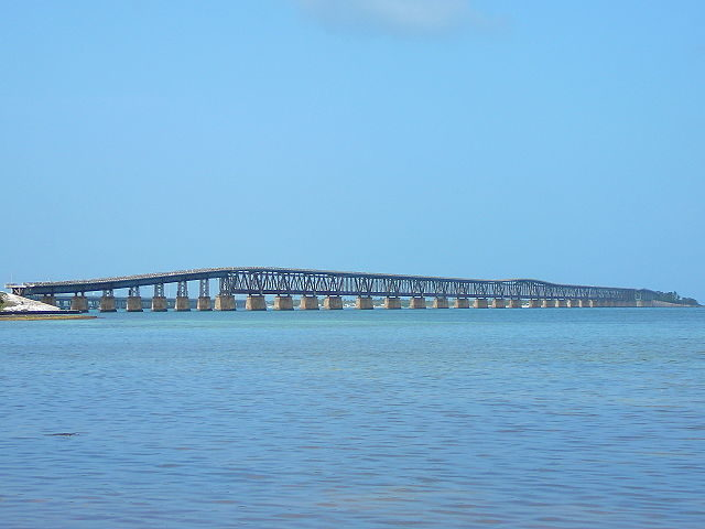 Bridge as seen from Spanish Harbor Key. Author Averette CC BY-SA 3.0