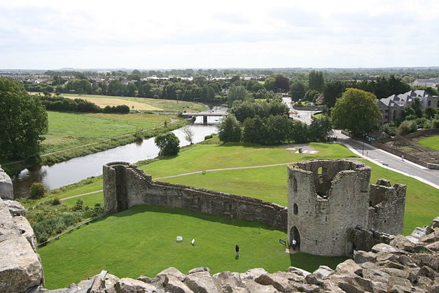Trim Castle and a panoramic view of the surrounding area.Author:SitomonCC BY-SA 2.0