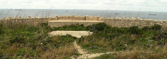 The perimeter wall.Author Ploync CC BY-SA 3.0