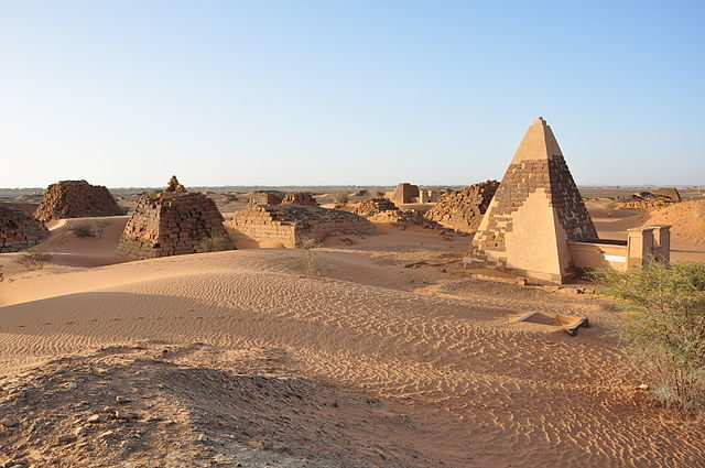 The West Cemetery at Meroë/ Author: TrackHD – CC BY 3.0