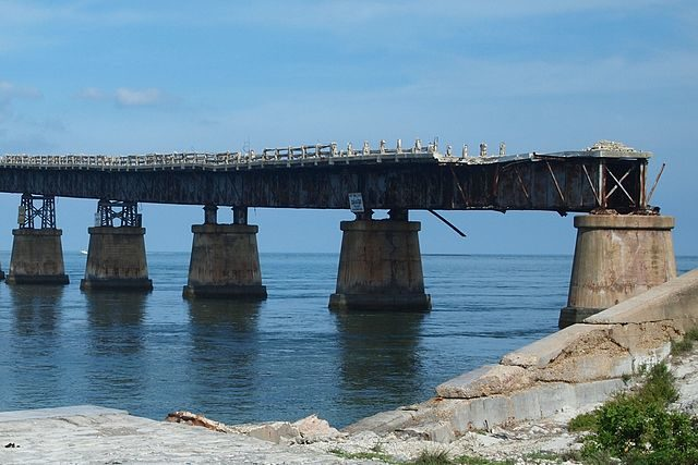 Plate girder sections on Spanish Harbor Key. Author Z22 CC BY-SA 3.0
