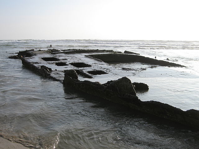 SS Monte Carlo wreck visible at low tide near Coronado/ Author: Jamie Lantzy –CC BY-SA 3.o