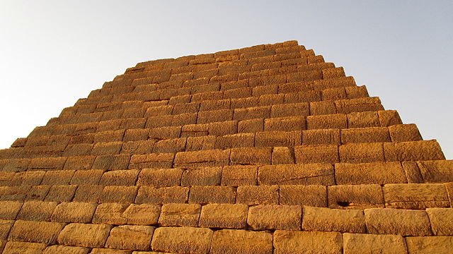 The pyramids at Meroë are step-sided/ Author: Jovan Smiljković – CC BY 4.0