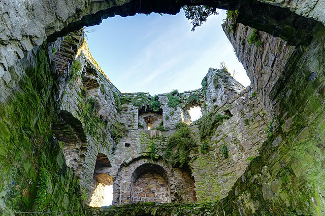 The inside of one of the towers of Trim Castle. Author:Jawed KarimCC BY-SA 3.0