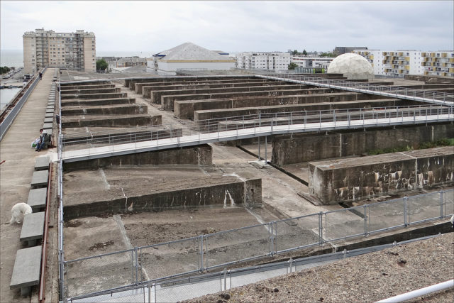 The roof of the underwater base – Author: Jean-Pierre Dalbéra – CC by 2.0