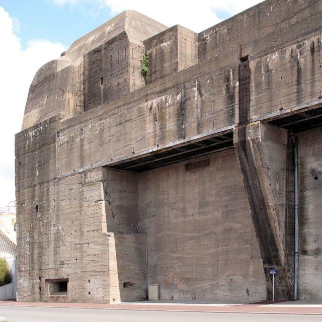 Massive concrete walls of Saint-Nazaire – Author: Rama – CC BY-SA 2.0