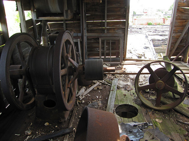 Abandoned interior. Author:H.L.I.T.CC BY 2.0