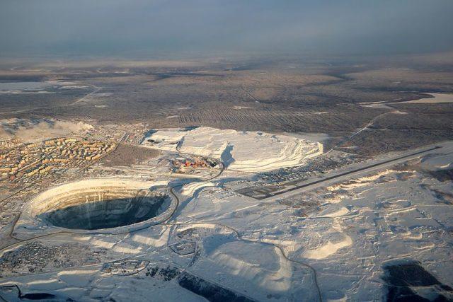 Aerial view of Mirny city, Mir mine and Mirny Airport. Igor Dvurekov CC BY 3.0