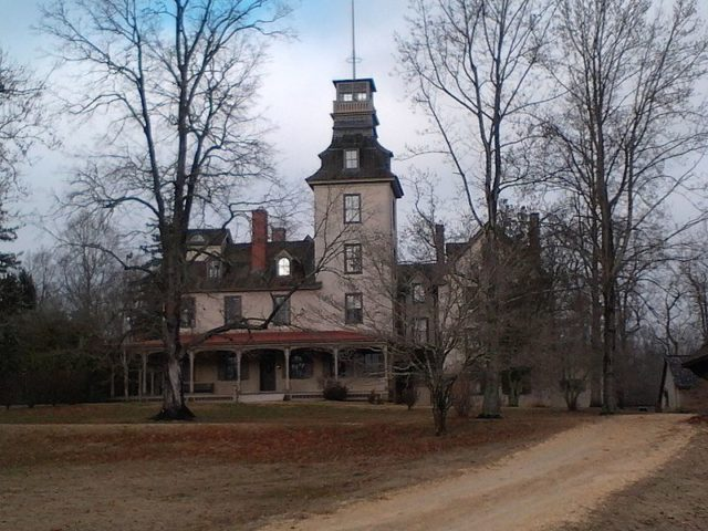 """The mansion's roof which including a """"widow's walk"""" cupola was used as a fire tower by the New Jersey Forest Fire Service from 1919 to 1924. JackTheVicar CC BY-SA 3.0"""