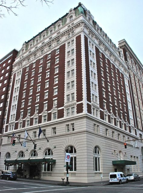 Benson Hotel in 2011. Author:Steve MorganCC BY-SA 3.0