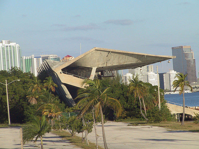 Cantilevered folded plate roof. Author:Lissette FernandezCC BY-ND 2.0