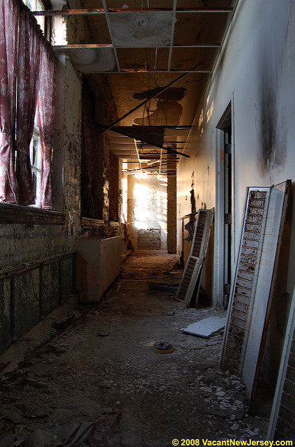 Caved-in ceiling. Author:Justin GurbiszCC BY-ND 2.0