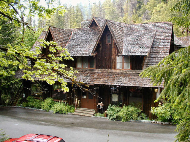 The Oregon Caves Chateau at Oregon Caves National Monument, Oregon, United States. Author:JessStrykerCC BY 2.5
