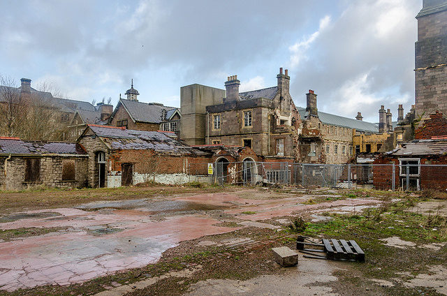 Denbigh Mental Asylum in a desperate state. Author: Robin Hickmott CC BY 2.0