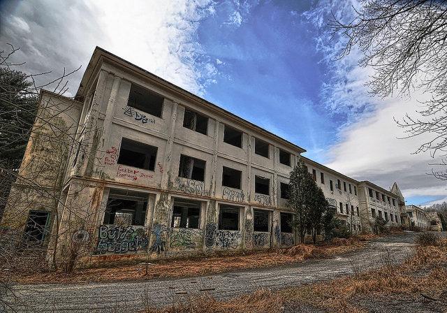 East Wing. Forsaken Fotos CC BY-SA 3.0